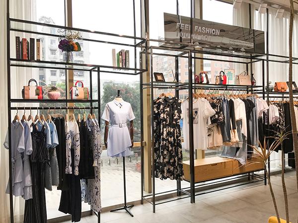 Saslax莎斯莱思女装品牌店