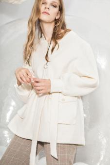 esons女装白色收腰外套