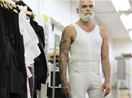 当科技与时尚融合在一起 机器人服装出现了