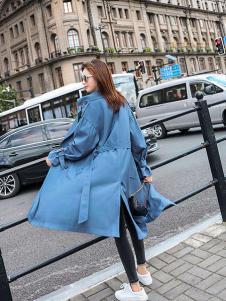 搜美女装蓝色长款风衣