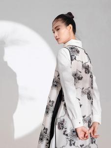 遇见心中月女装白色印花外套