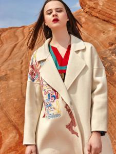 2018印巴文化女装米色刺绣大衣