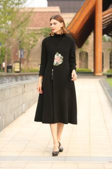 娅玛诗秋冬新款黑色印花大衣