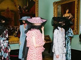 伦敦时装周推出新时尚元素半透明薄纱材质或将走红