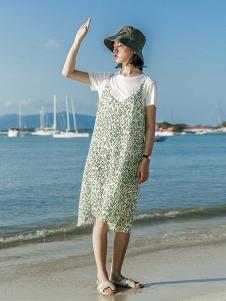 云上生活女装绿色碎花吊带连衣裙