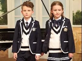 用校服装点靓丽青春 金秋最新潮的校服发布看这里