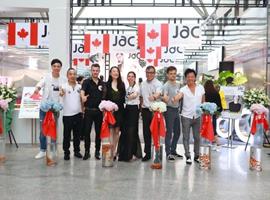JAC在杭州武林银泰办了场艺术展 将特色产品带进中国