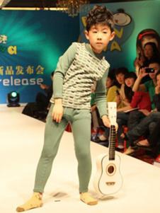 百变娃童装绿色印花儿童内衣