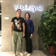 伊索言服装女装免费代理 喜讯!祝贺原创设计师女装Ms.Leyna谢姐夫妇贵州加盟店即将盛大开业!