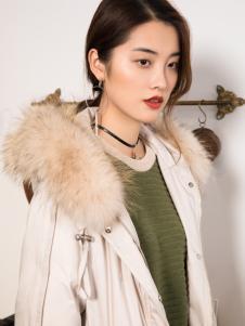 2018布根香女装白色毛领羽绒服