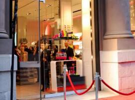 奢侈品日报:LV母公司称严打代购对奢侈品牌是好消息