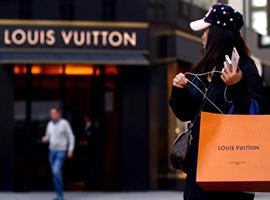 奢侈品行业现股价大崩盘 首当其冲是LV与Gucci母公司