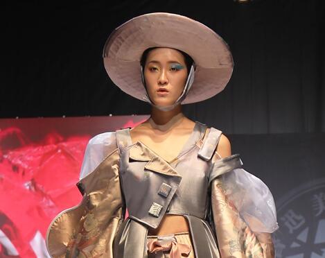 """宁波国际服装节 鲁迅美术学院""""幻·化""""时装秀个性上演"""