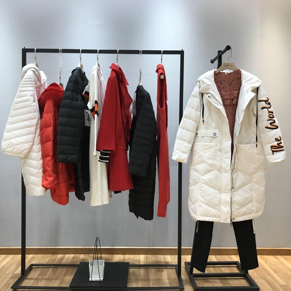 伊袖品牌2018冬季新款女装一手货源批发走份