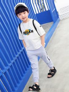 多多家童装白色字母T恤