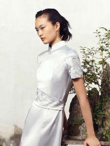 花木深女装白色休闲连衣裙