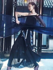 花木深女装黑色吊带连衣裙