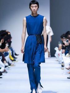 IMMI女裝藍色時尚套裝
