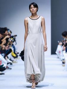 IMMI女裝白色無袖連衣裙