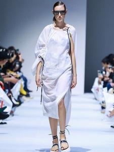 IMMI女装白色开叉连衣裙