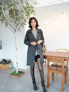格皙女装黑色格子大衣