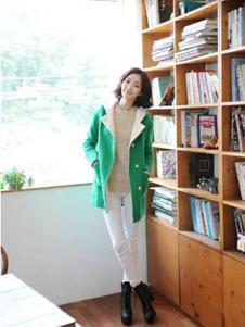 格皙女装绿色休闲大衣