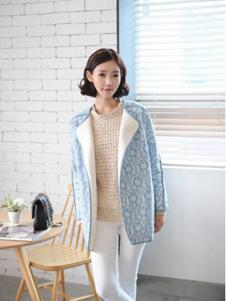 格皙女装浅蓝色印花大衣