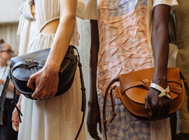 "Celine""爆款手袋""设计团队已被调至Loewe(图)"