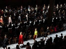 传奇时尚品牌 Prada:在 Instagram 上复苏的女王