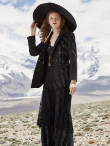 2018佧茜文女装黑色大衣