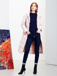 2018樊羽女装粉色羽绒服