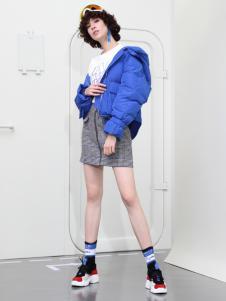2018betu百图短款蓝色羽绒服