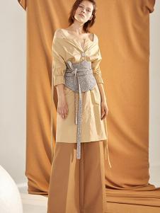 昧宴女装黄色收腰一字肩连衣裙