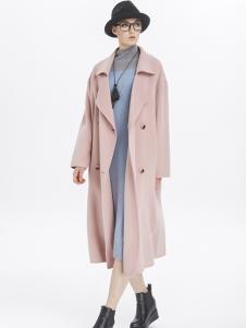 墨曲粉红色大衣