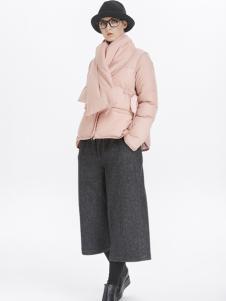 墨曲粉红色短款羽绒服