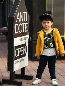 依木然童装黄色毛呢外套