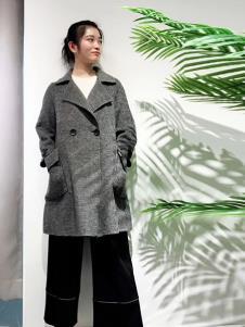 悠曼琦女装灰色双排扣大衣