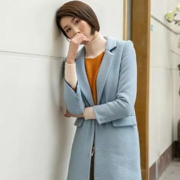 大衣+毛衣,如何搭配才能穿出极简的高级感?