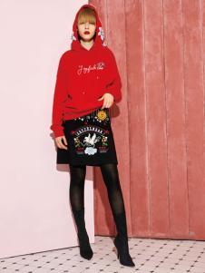 2018西蔻女装红色卫衣