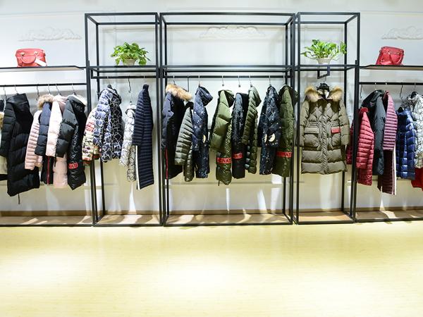 爱弗瑞品牌折扣女装展示品牌旗舰店店面