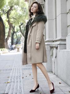描写女装浅卡其色休闲大衣