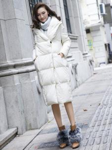 描写女装白色长款羽绒服
