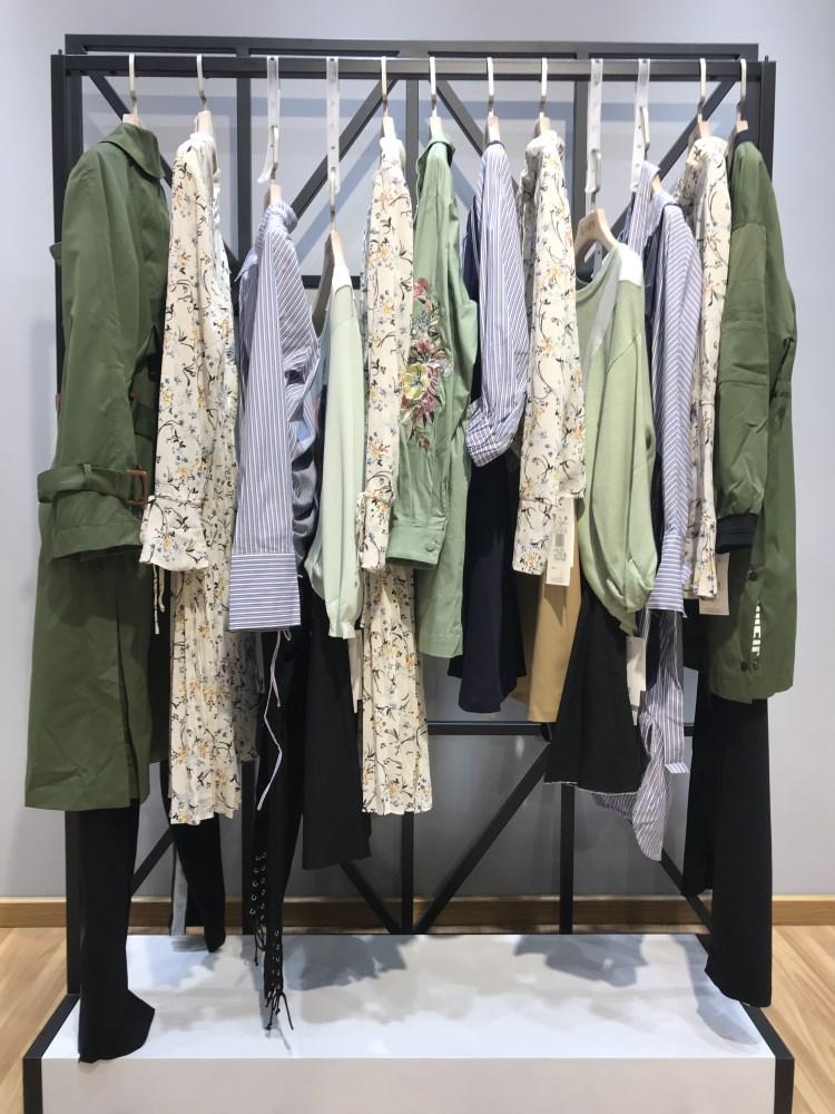 布同品牌2019春季新款女装折扣批发