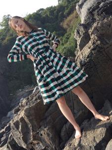 卡塔女装条纹时尚连衣裙