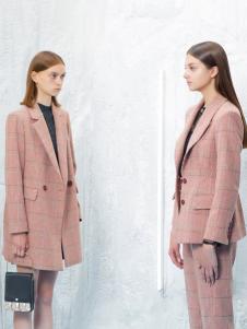 2018伊布都女装粉色大衣