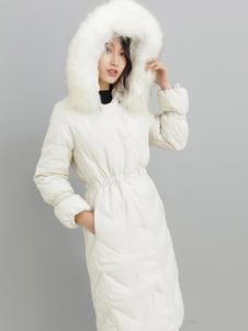 2018雨珊白色羽绒服