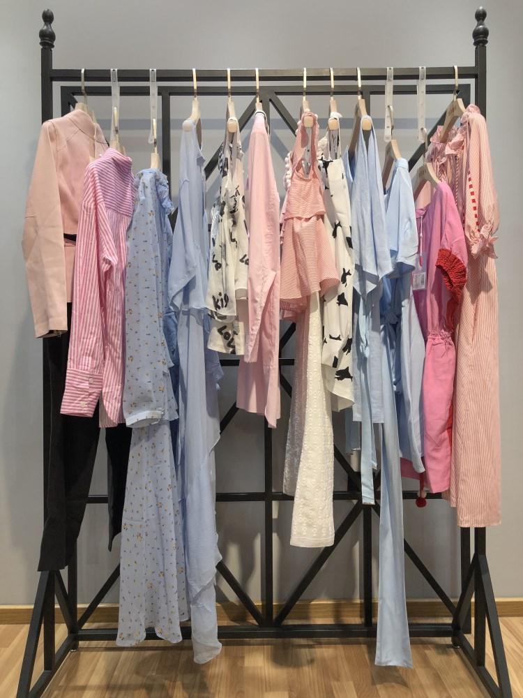 瑟娜品牌2019春季新款女装折扣厂家直销批发