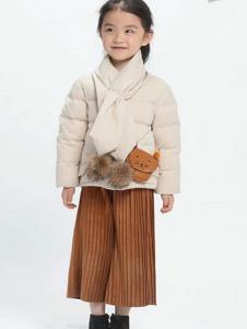 魔方童装米白色休闲棉衣