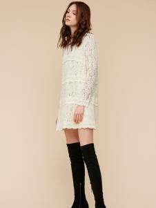 季候风白色蕾丝连衣裙