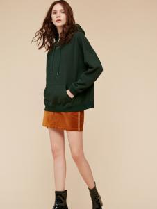 季候风墨绿色卫衣